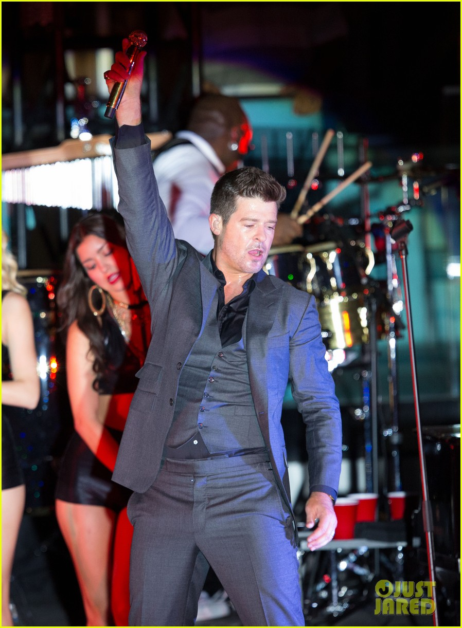 robin thicke files lawsuit to protect blurred lines 232932791