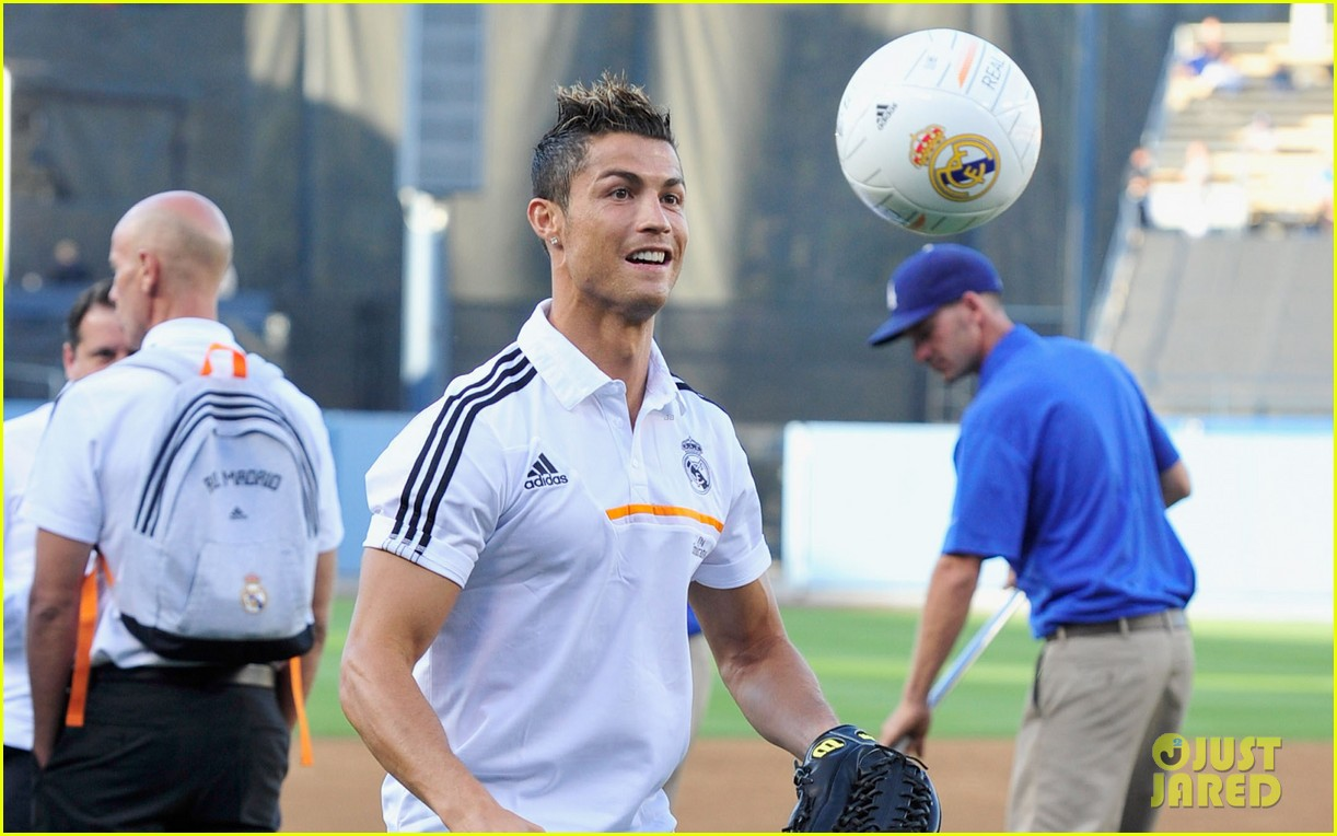cristiano ronaldo shows off baseball skills with first mlb pitch 032921412