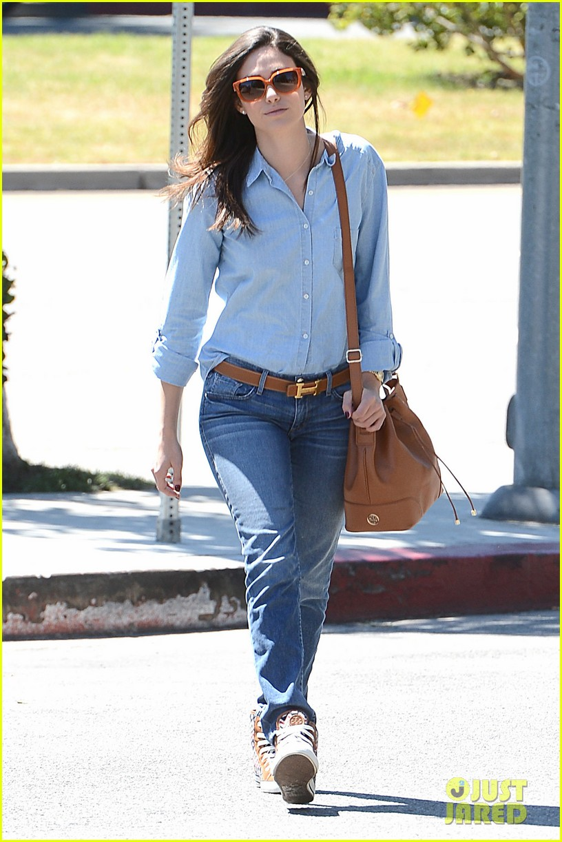 emmy rossum nesting is a happy activity 012940035