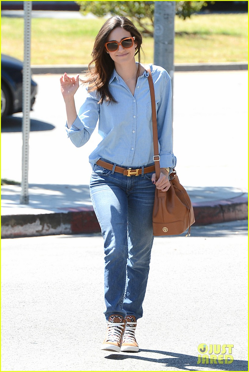 emmy rossum nesting is a happy activity 082940042
