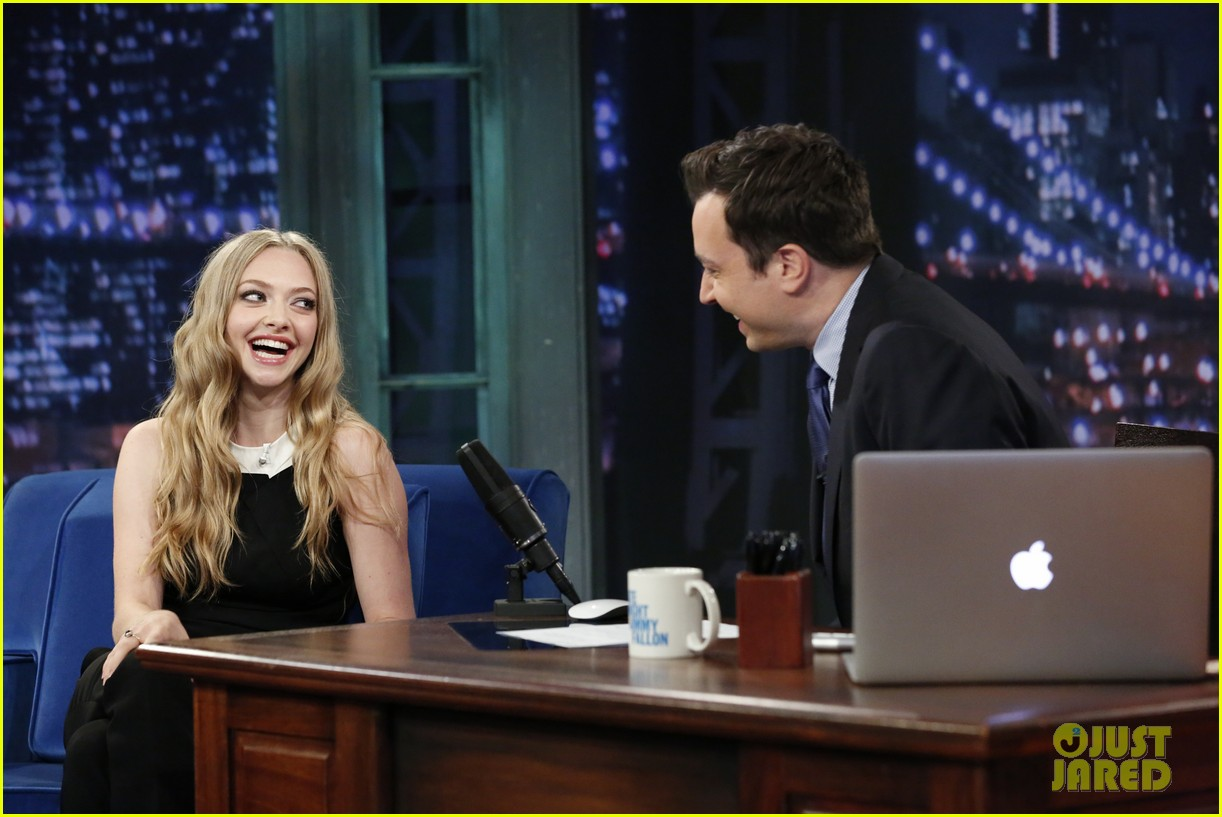 amanda seyfried plays catch phrase on late night with jimmy fallon 062925790