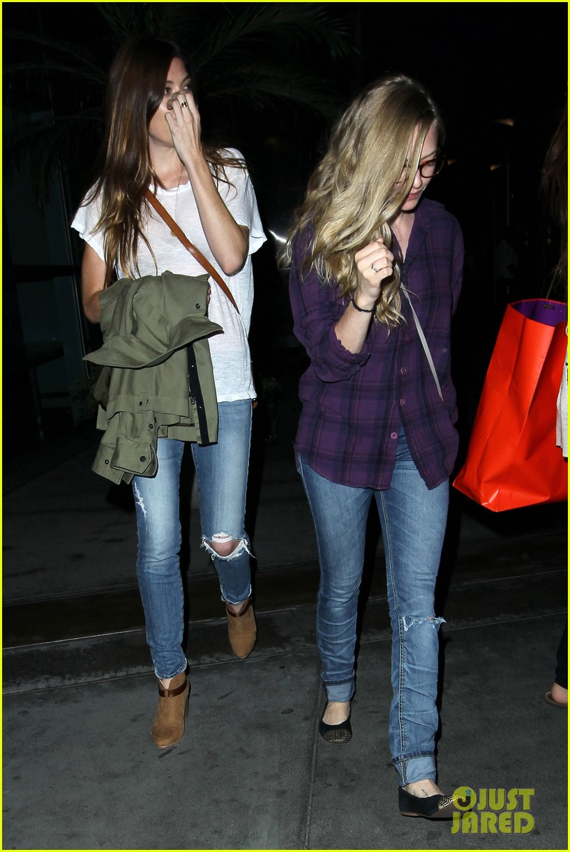 amanda seyfried had so much fun with jennifer carpenter 032936069