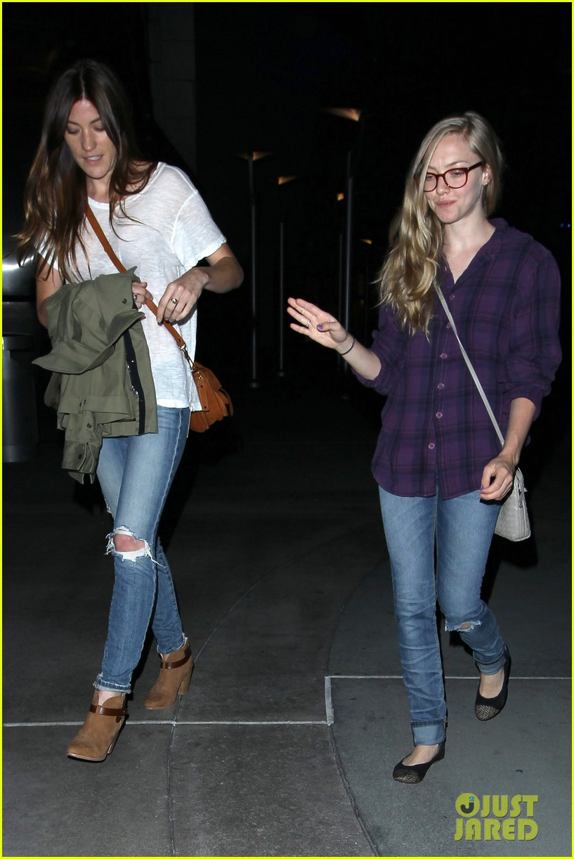 amanda seyfried had so much fun with jennifer carpenter 09