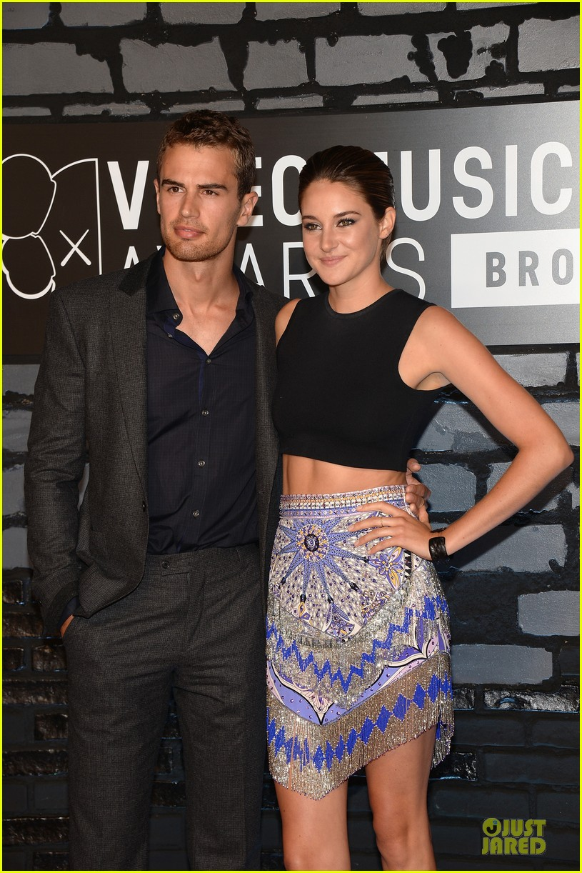 Theo James Girlfriend 2014 Is theo james girlfriend
