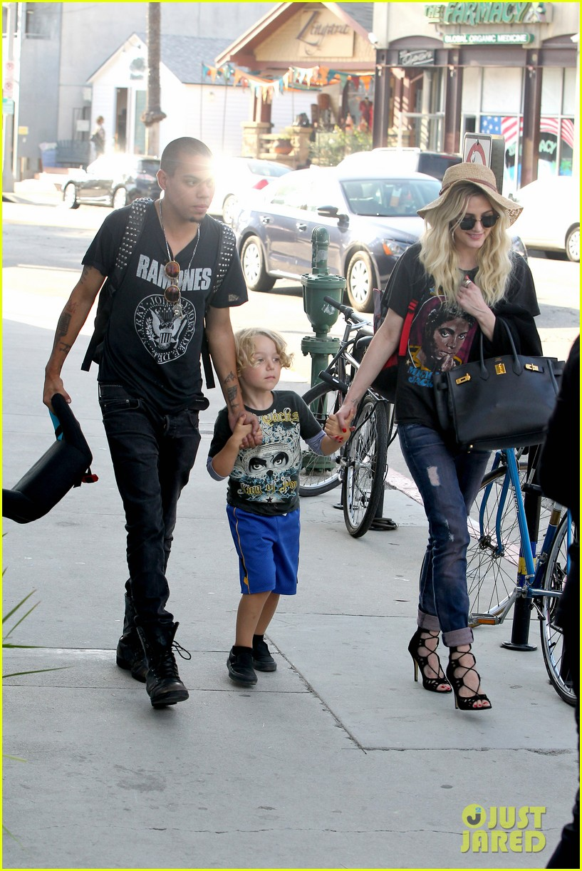 ashlee simpson bronx loves being cousin to maxwell ace 012923759