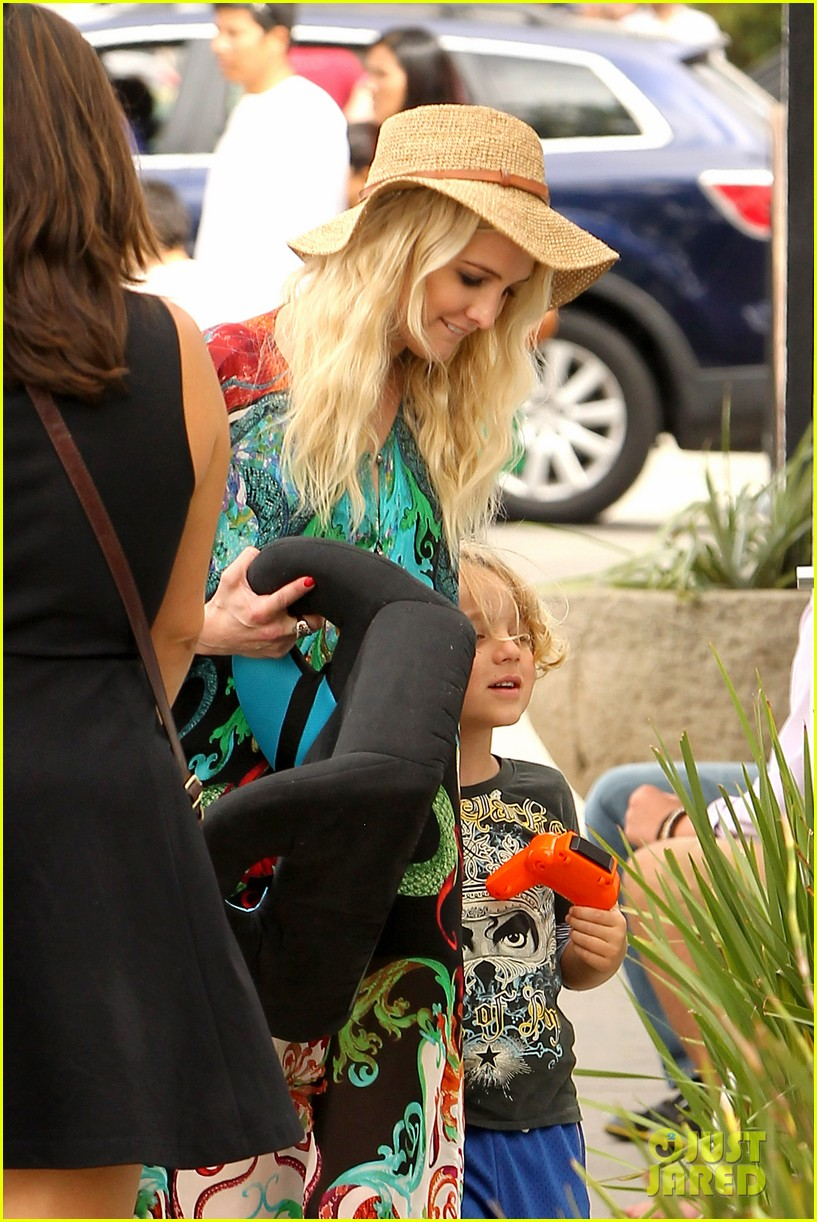 ashlee simpson bronx loves being cousin to maxwell ace 042923762