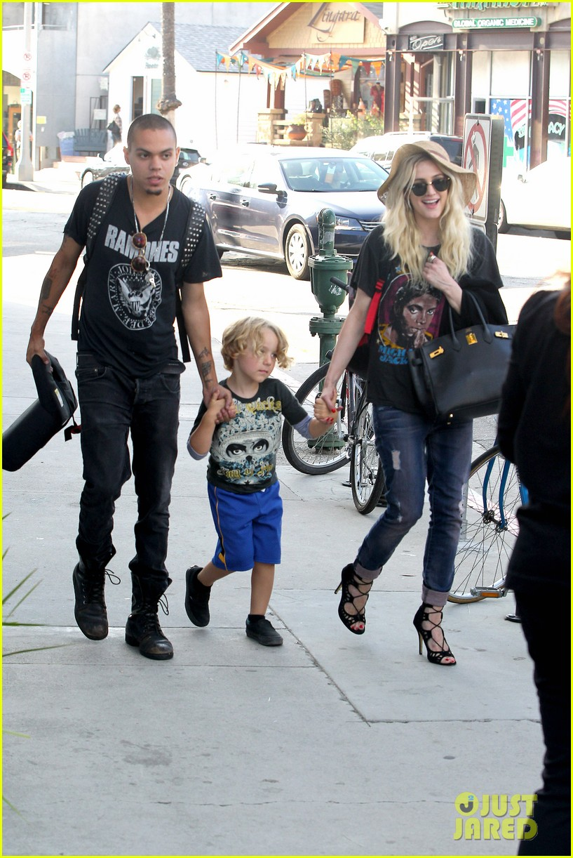 ashlee simpson bronx loves being cousin to maxwell ace 152923773