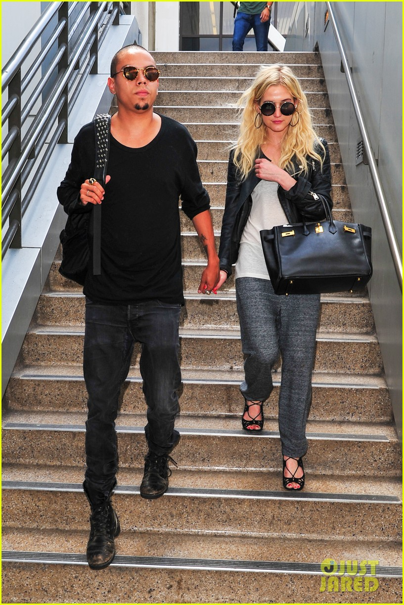 ashlee simpson evan ross hold hands after new york trip 012921561