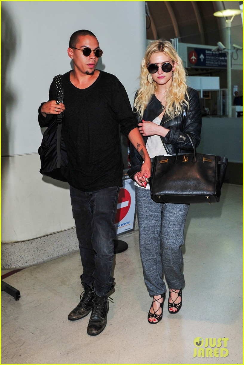 ashlee simpson evan ross hold hands after new york trip 032921563