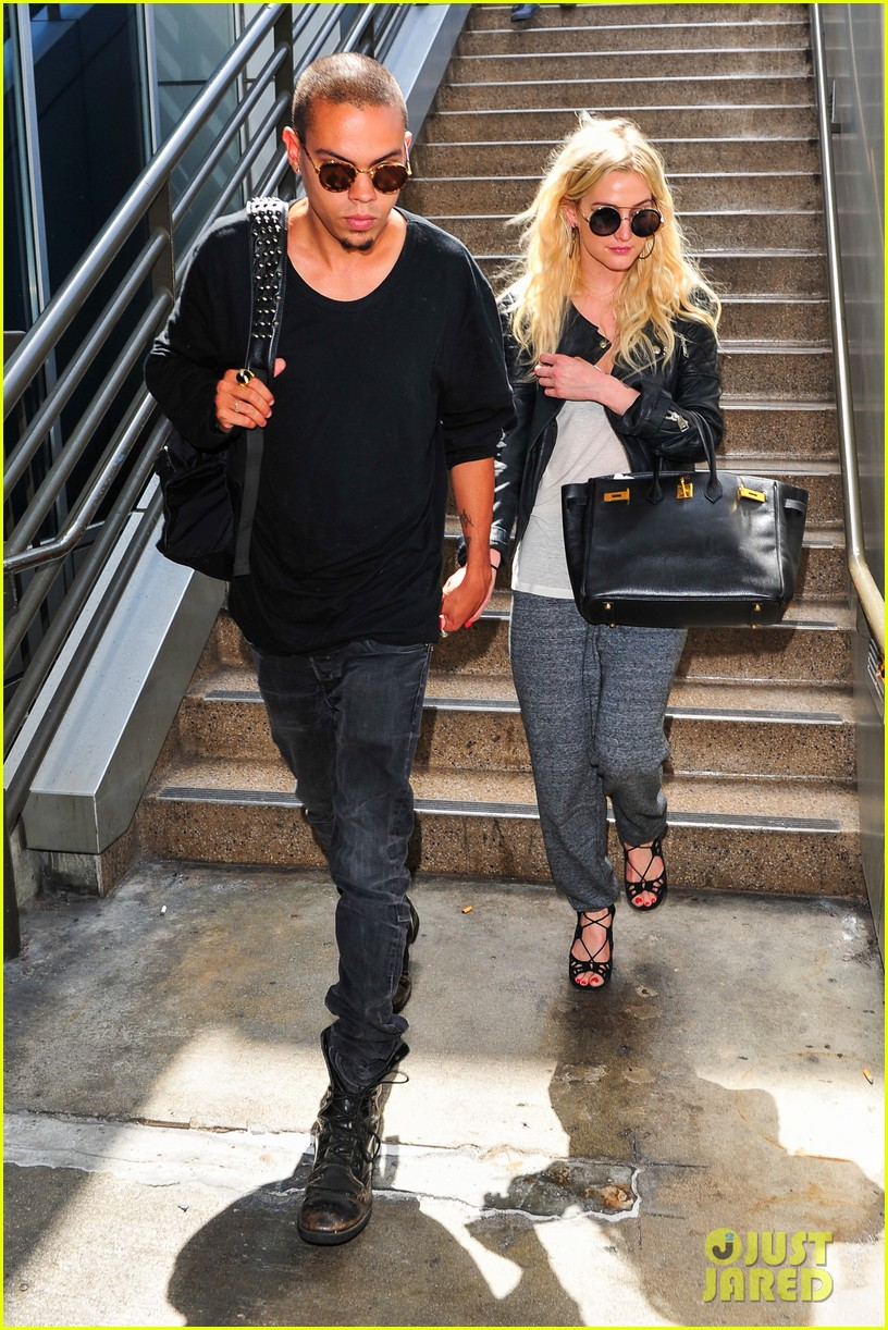 ashlee simpson evan ross hold hands after new york trip 072921567