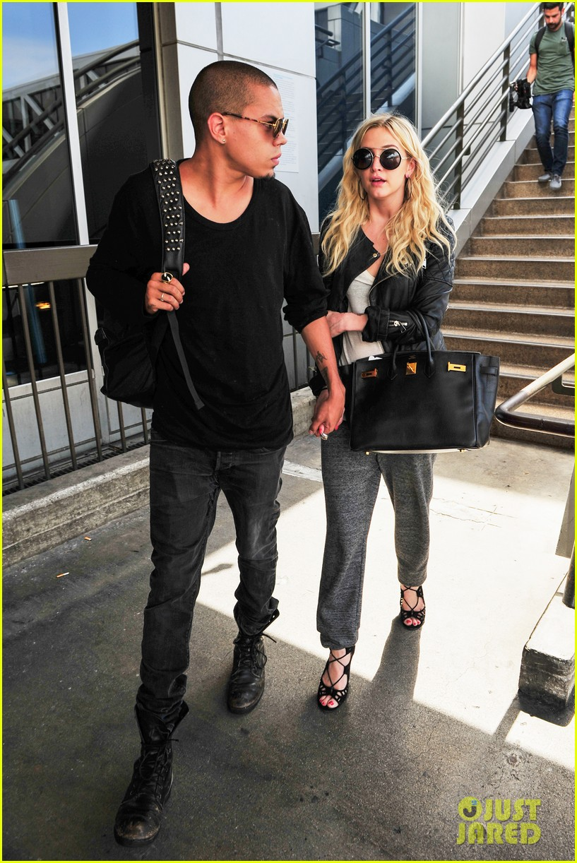 ashlee simpson evan ross hold hands after new york trip 08