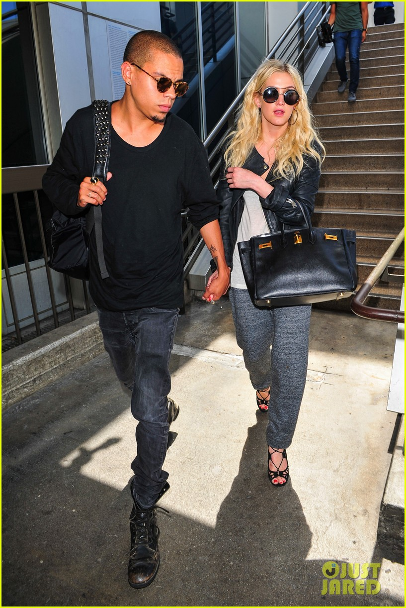 ashlee simpson evan ross hold hands after new york trip 102921570