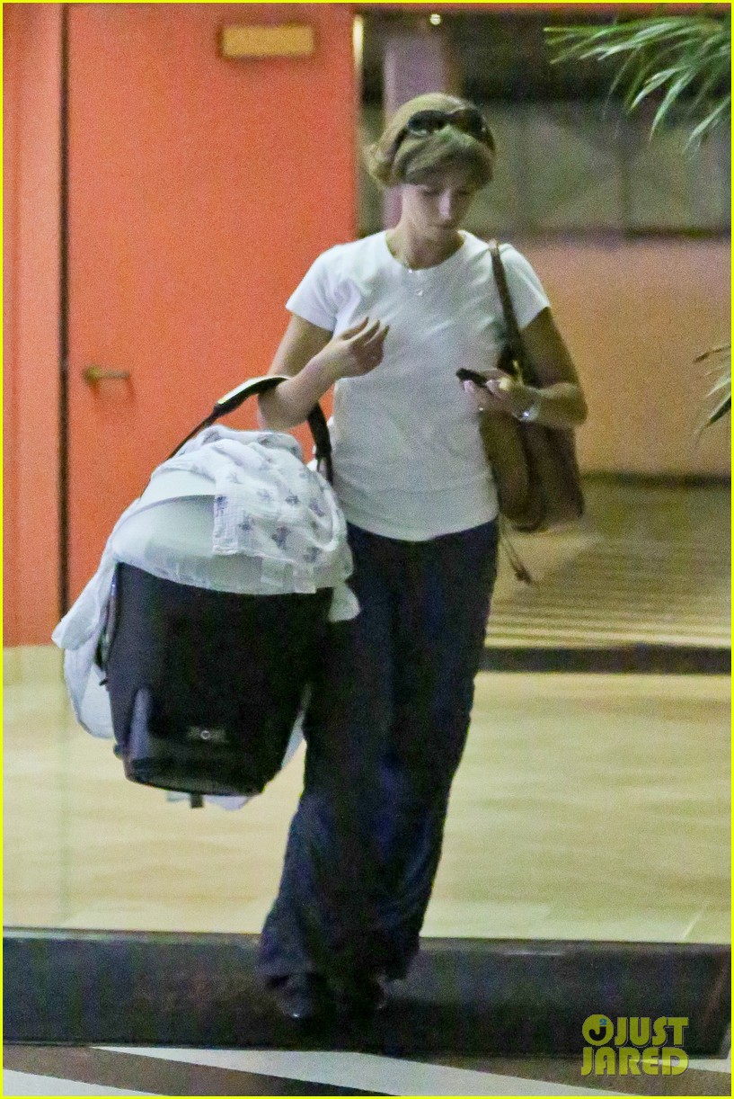 jessica simpson eric johnson step out after aces birth 022921465