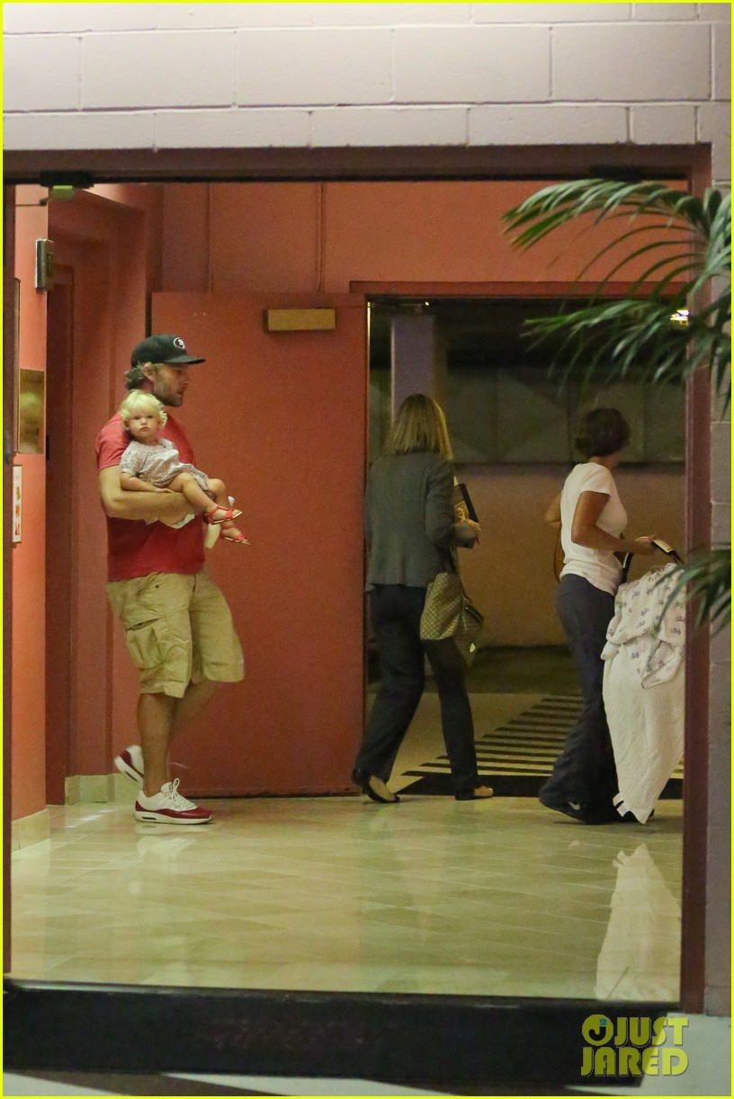 jessica simpson eric johnson step out after aces birth 09