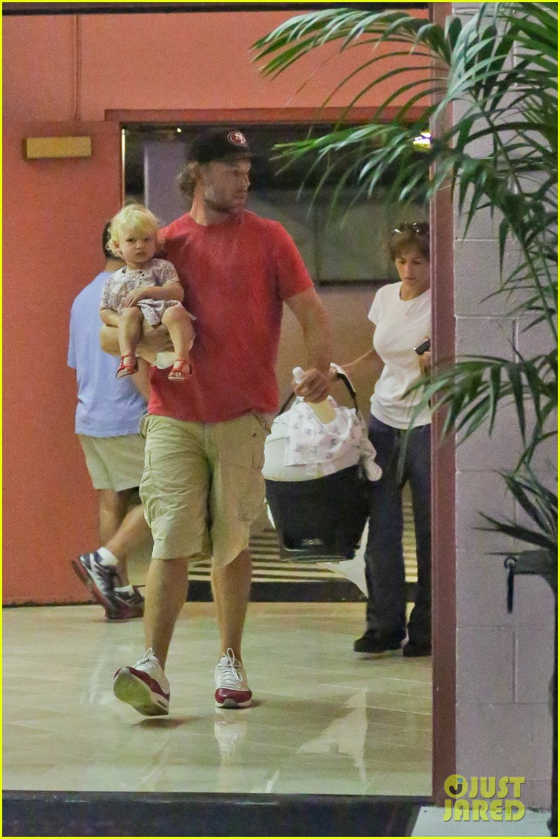 jessica simpson eric johnson step out after aces birth 122921475