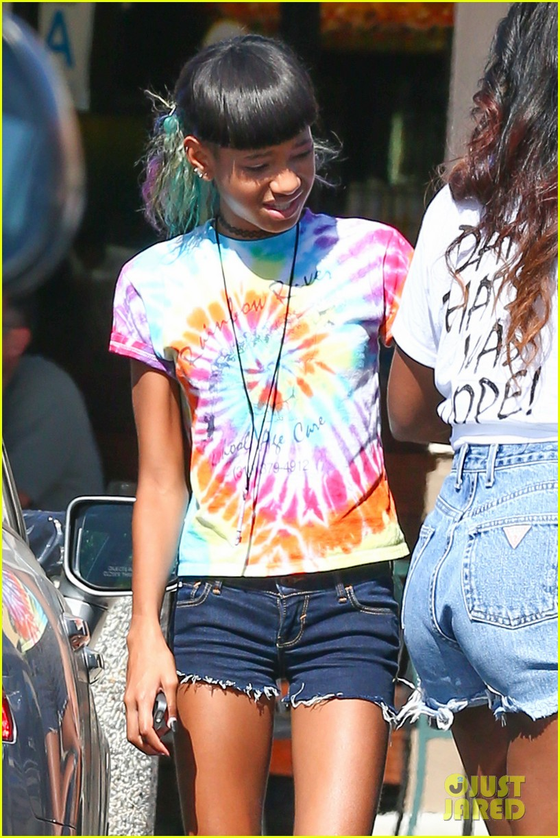 willow smith matches tye dyed hair with tye dyed shirt 112930682