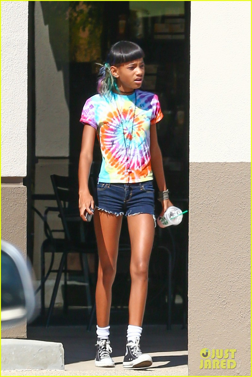 willow smith matches tye dyed hair with tye dyed shirt 122930683