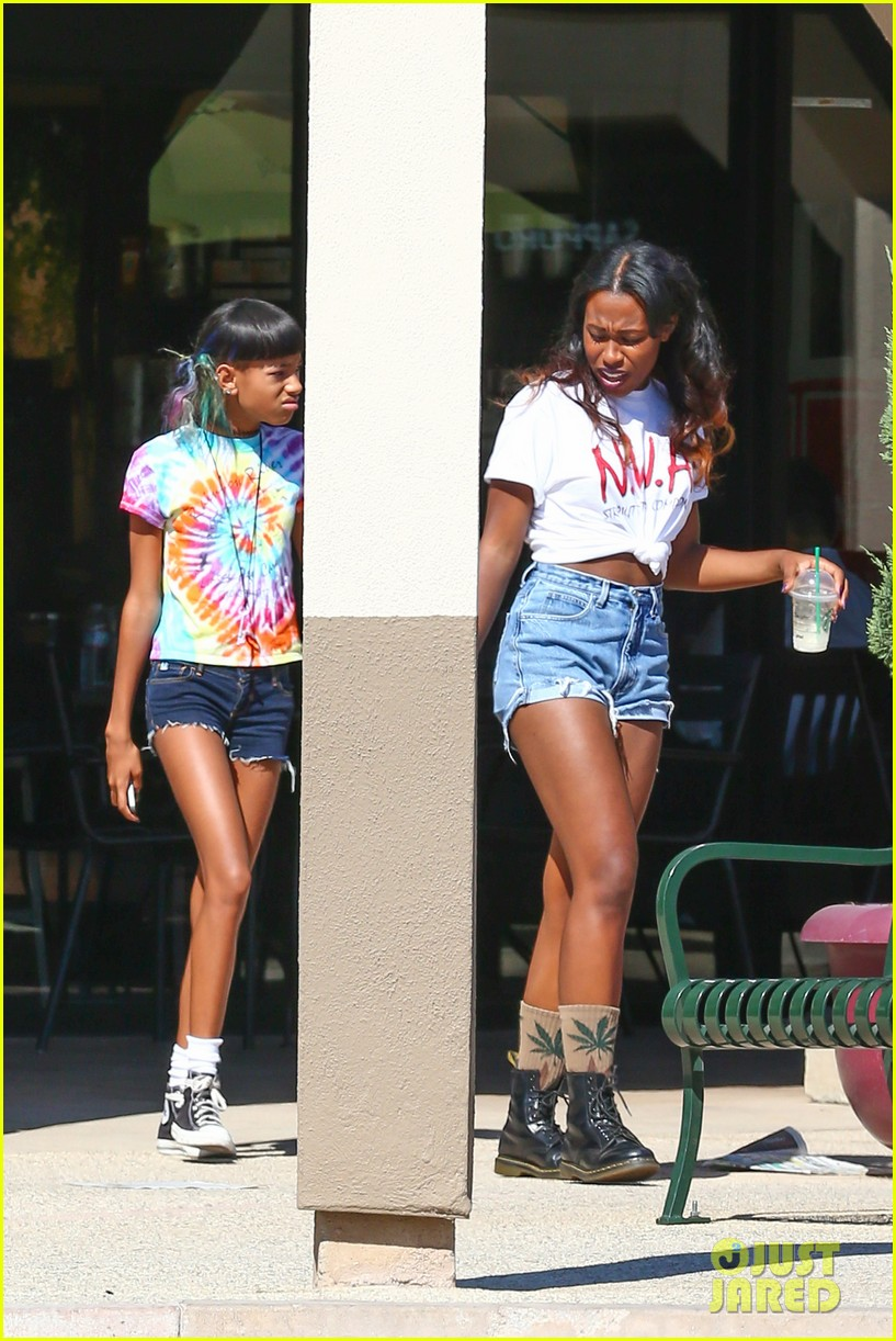 willow smith matches tye dyed hair with tye dyed shirt 142930685