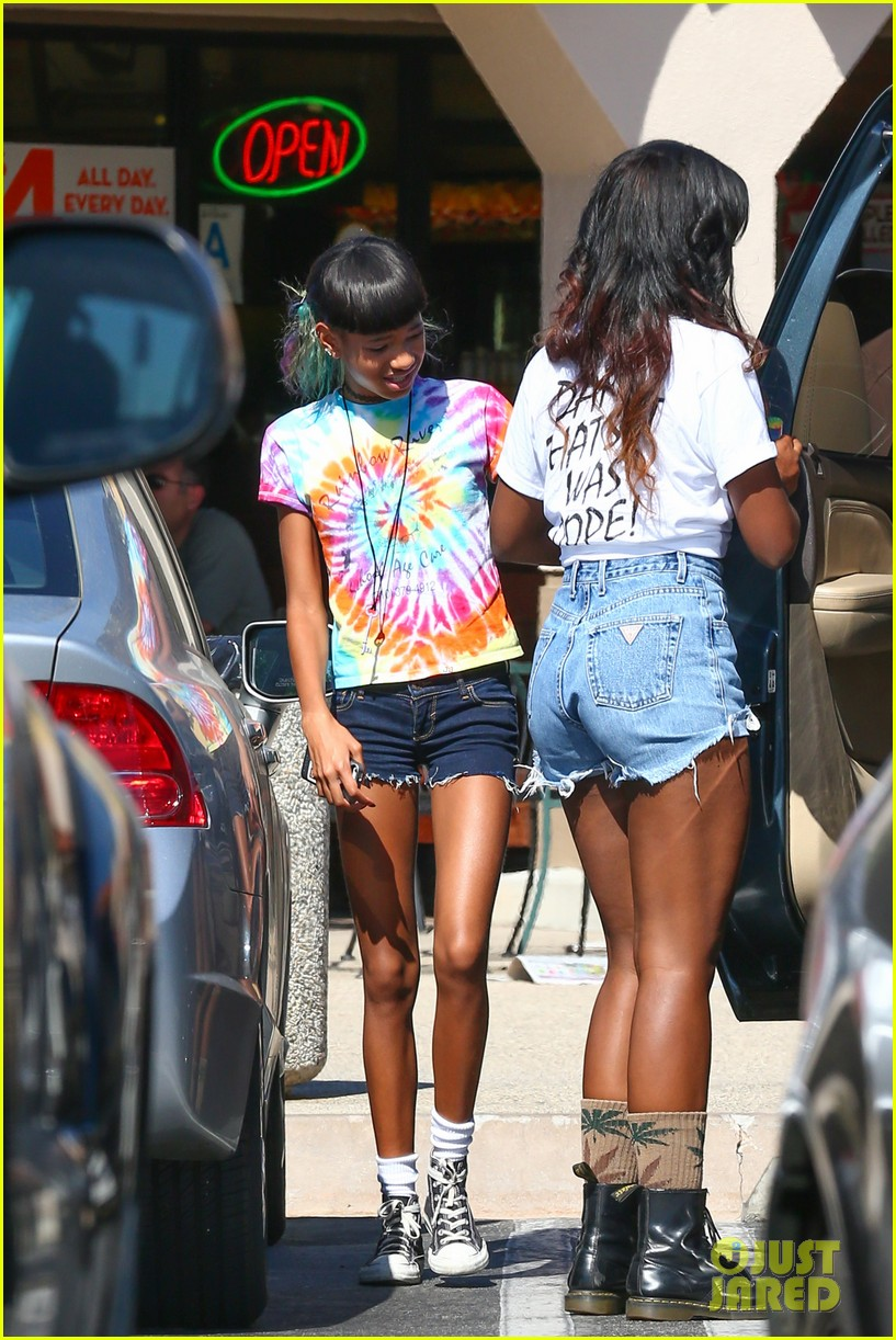 willow smith matches tye dyed hair with tye dyed shirt 152930686