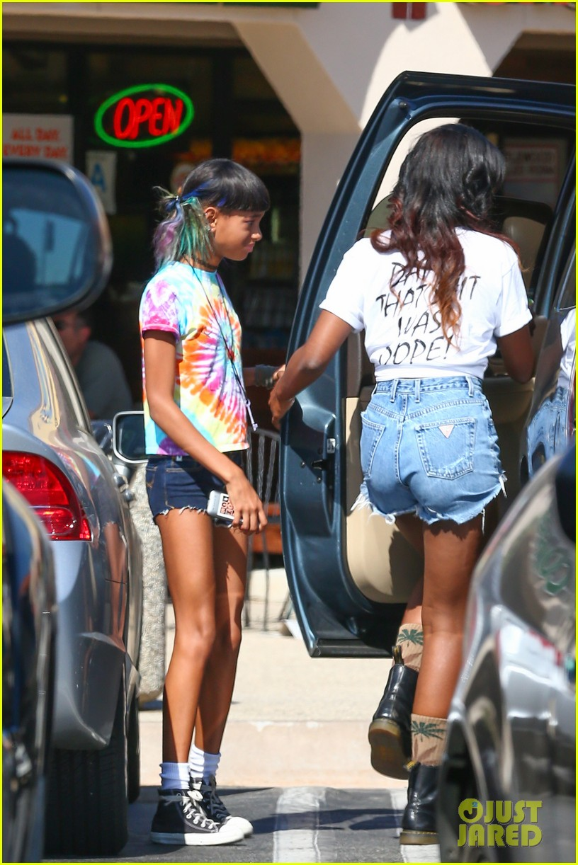willow smith matches tye dyed hair with tye dyed shirt 162930687
