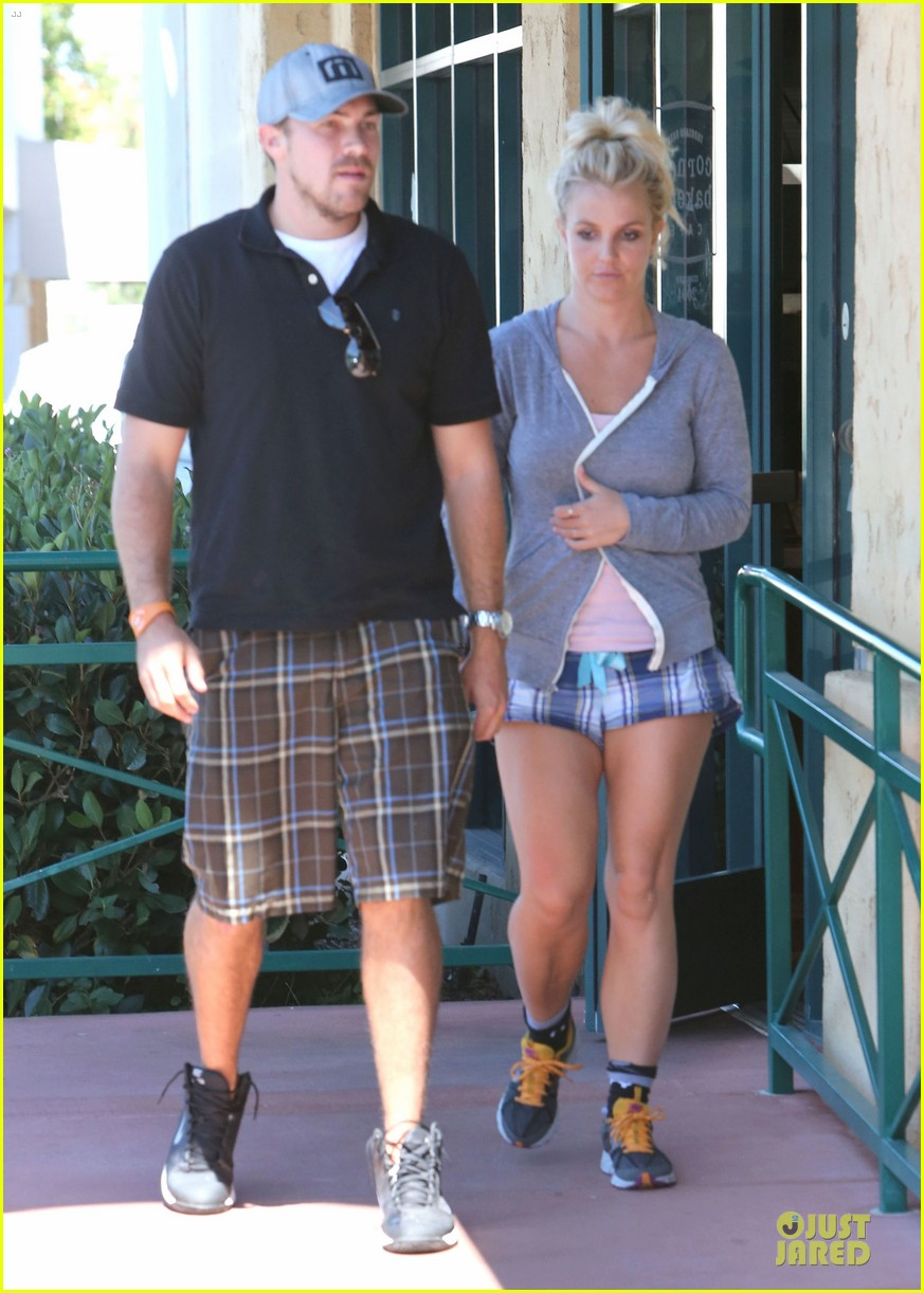 britney spears david lucado hold hands at corner bakery 132936767