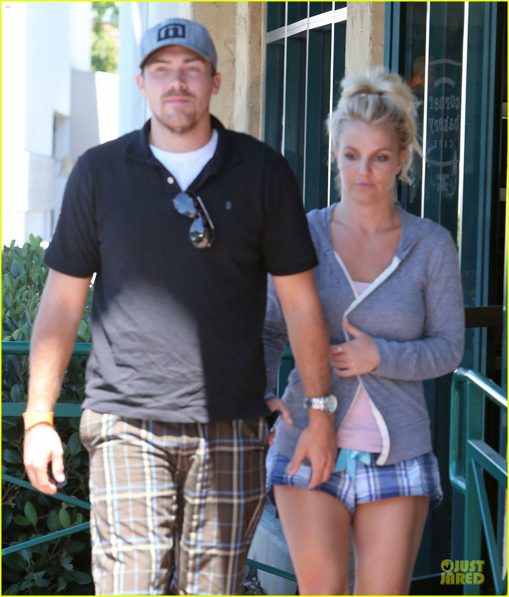 britney spears david lucado hold hands at corner bakery 142936768