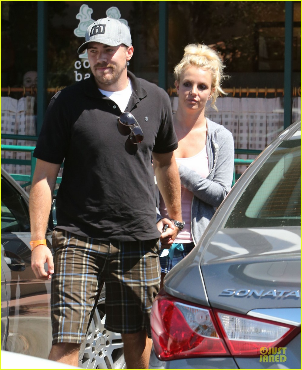britney spears david lucado hold hands at corner bakery 192936773