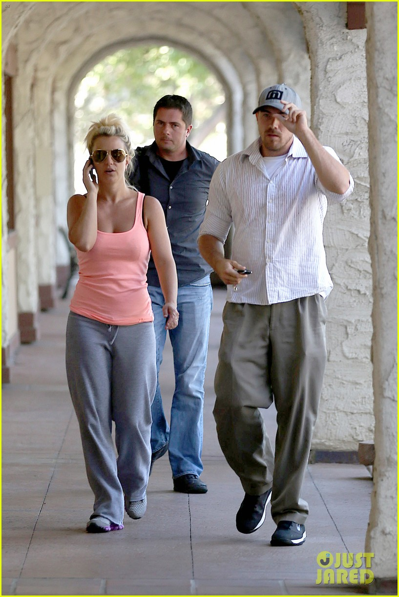 britney spears is feeling it in dance rehearsals 052930993