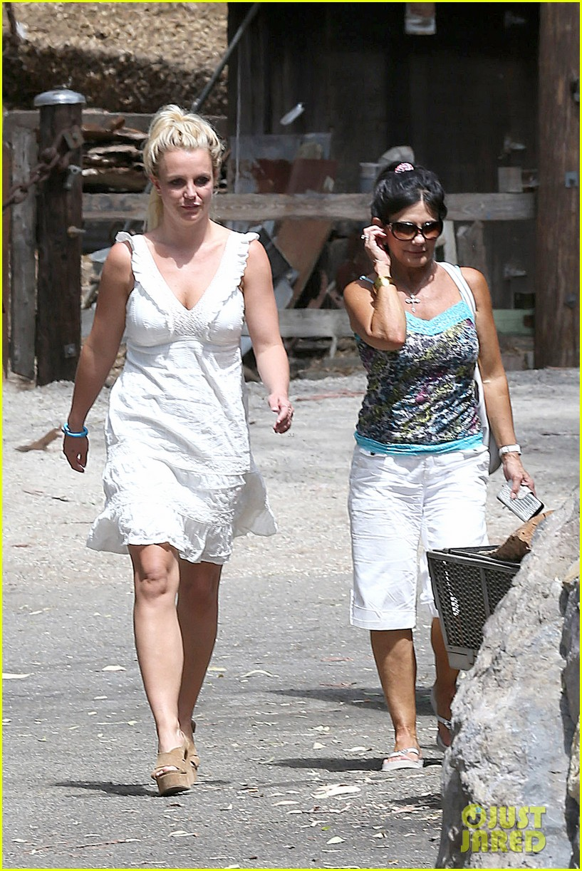 britney spears lunches with david lucado mom lynne 042941409