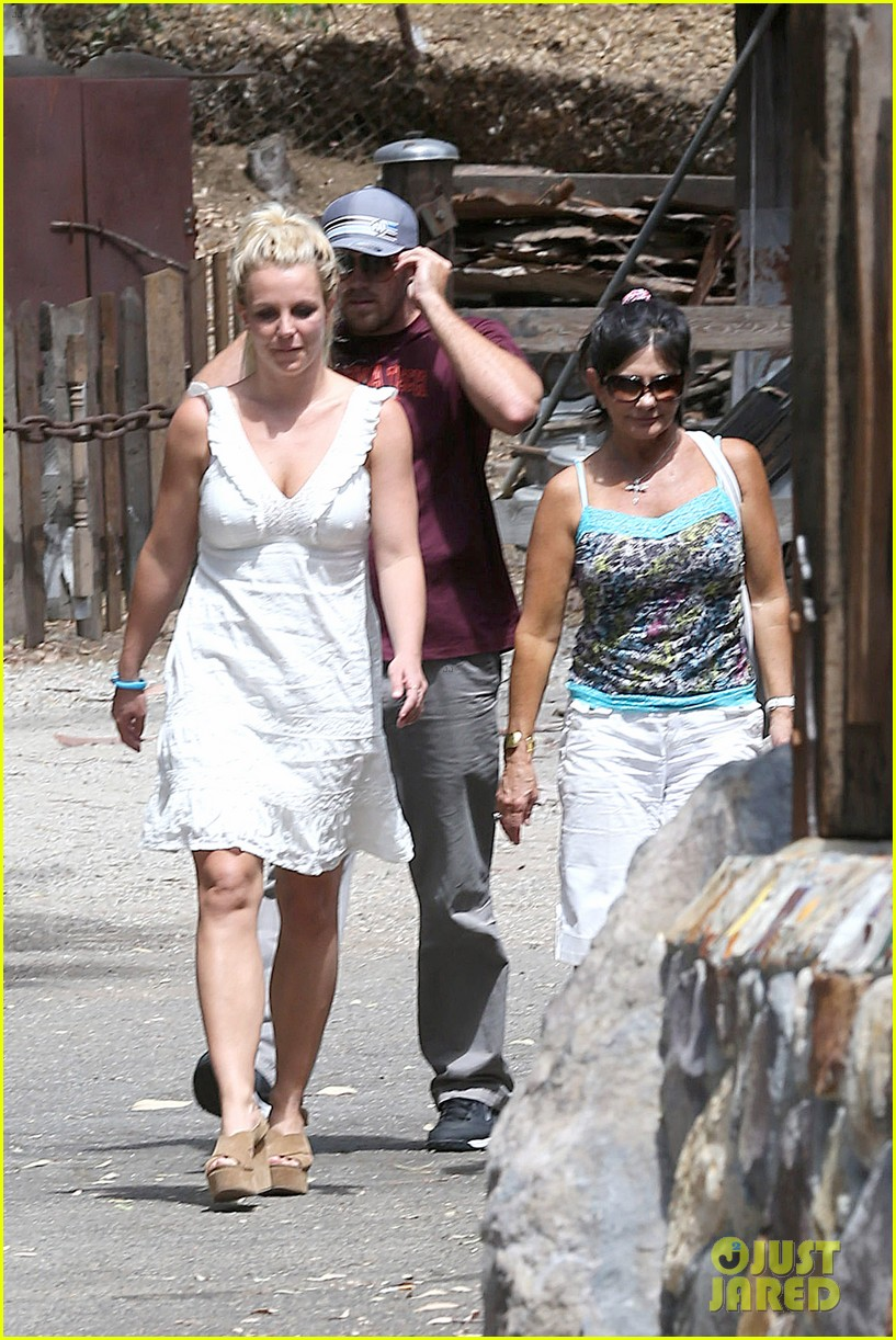 britney spears lunches with david lucado mom lynne 072941412