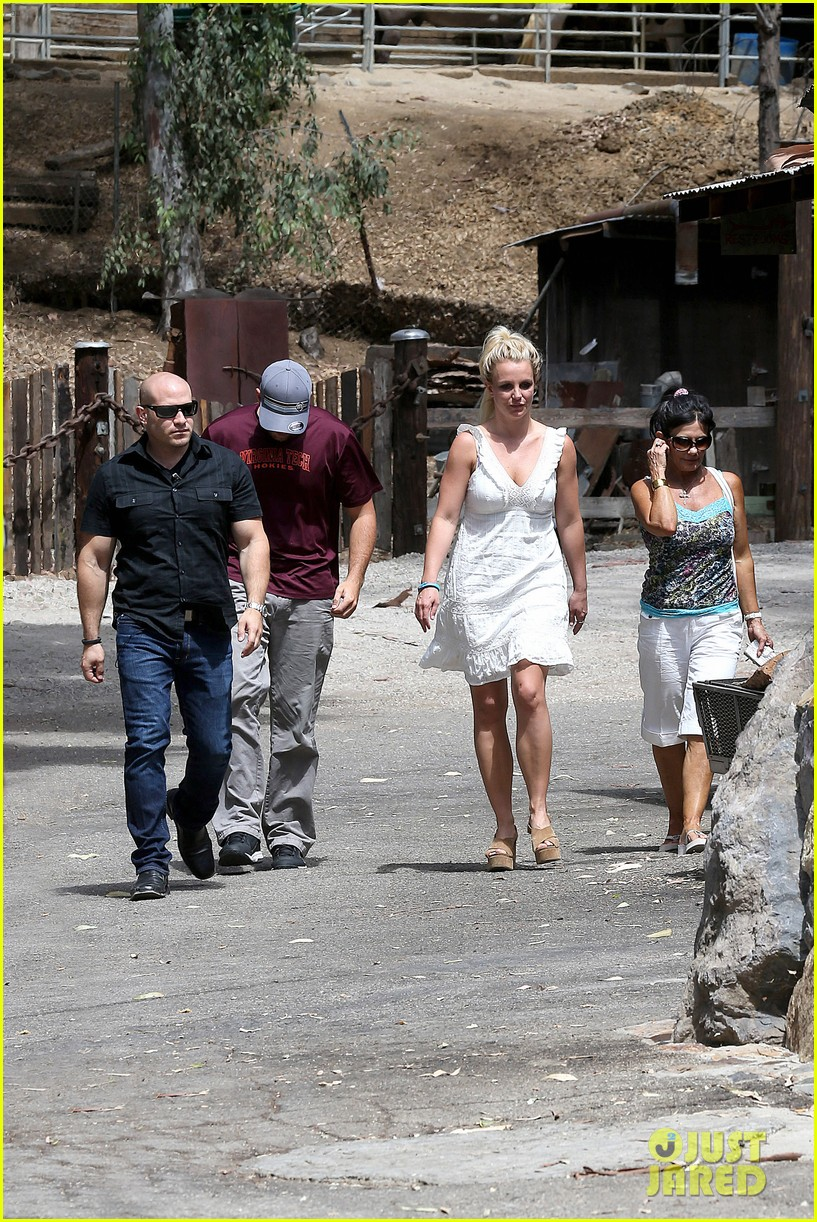 britney spears lunches with david lucado mom lynne 122941417