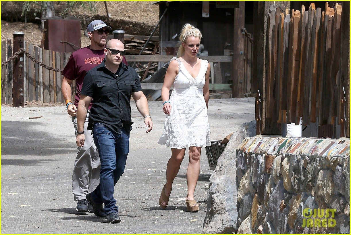 britney spears lunches with david lucado mom lynne 19