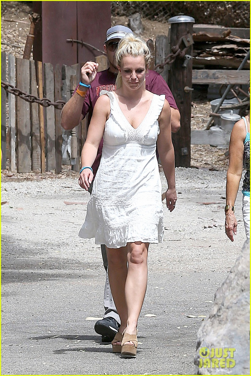 britney spears lunches with david lucado mom lynne 202941425
