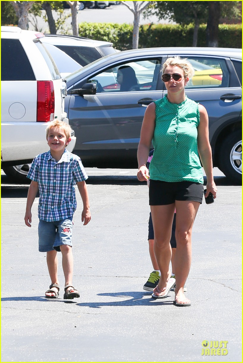 britney spears movie day with jayden james sean preston 092931988