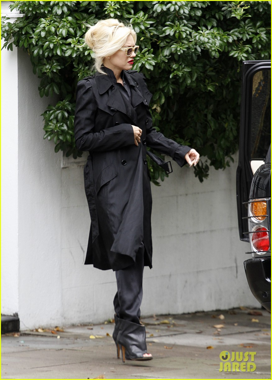 gwen stefani gavin rossdale head to heathrow for family flight 112936220
