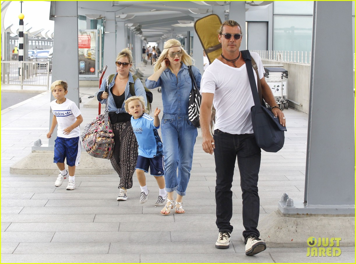gwen stefani rocks all denim for departing family flight 032936239