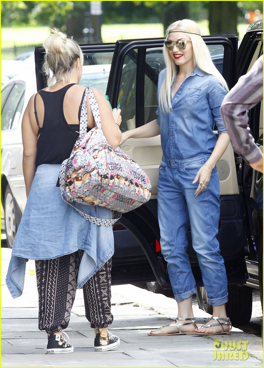 gwen stefani rocks all denim for departing family flight 072936243