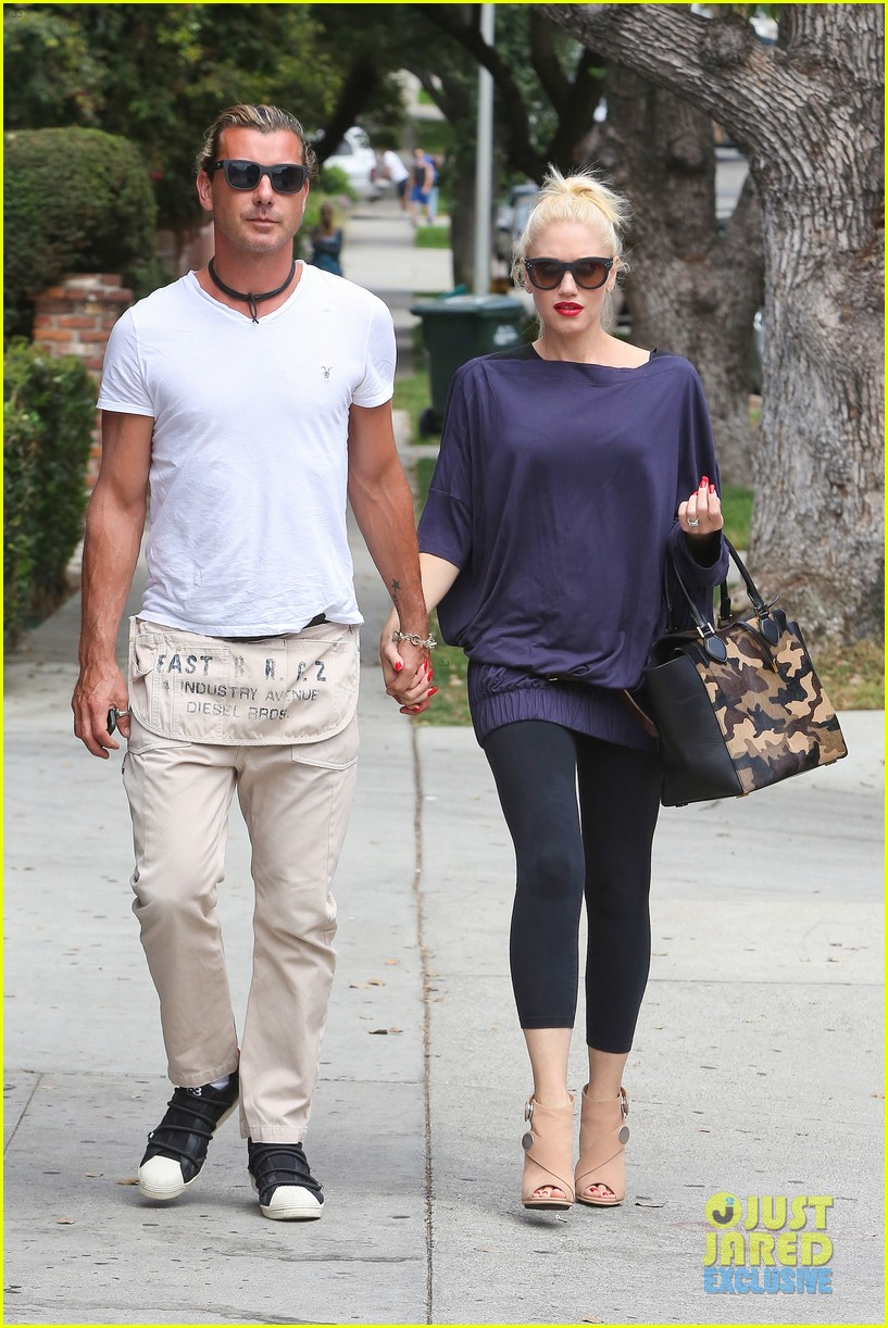 gwen stefani gavin rossdale hold hands for hugos lunch date 012940227