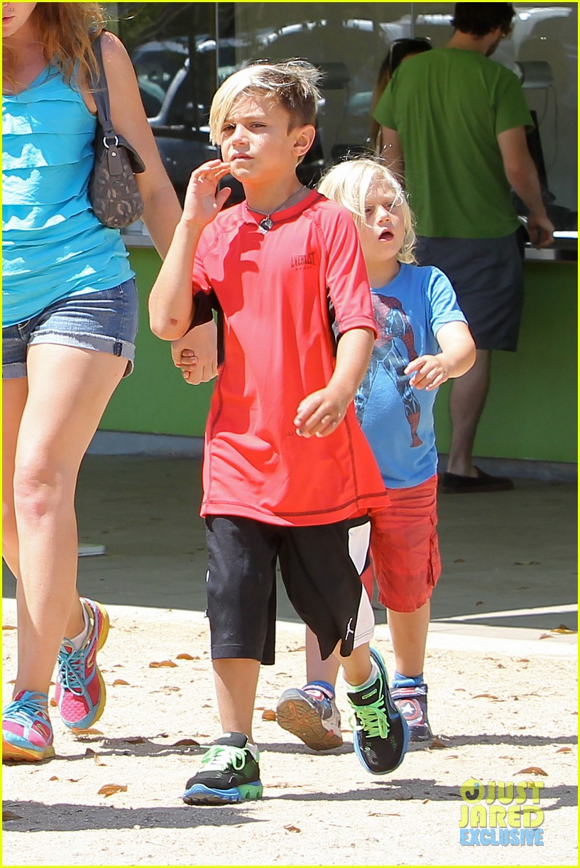 gwen stefani gavin rossdale hold hands for hugos lunch date 042940230