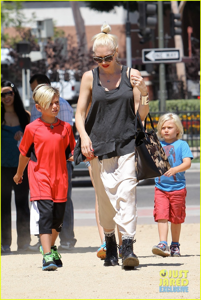 gwen stefani gavin rossdale hold hands for hugos lunch date 052940231