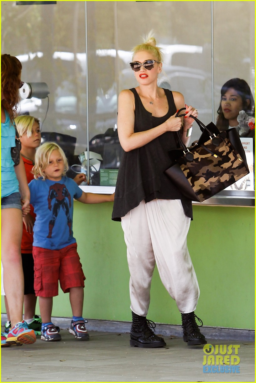gwen stefani gavin rossdale hold hands for hugos lunch date 112940237