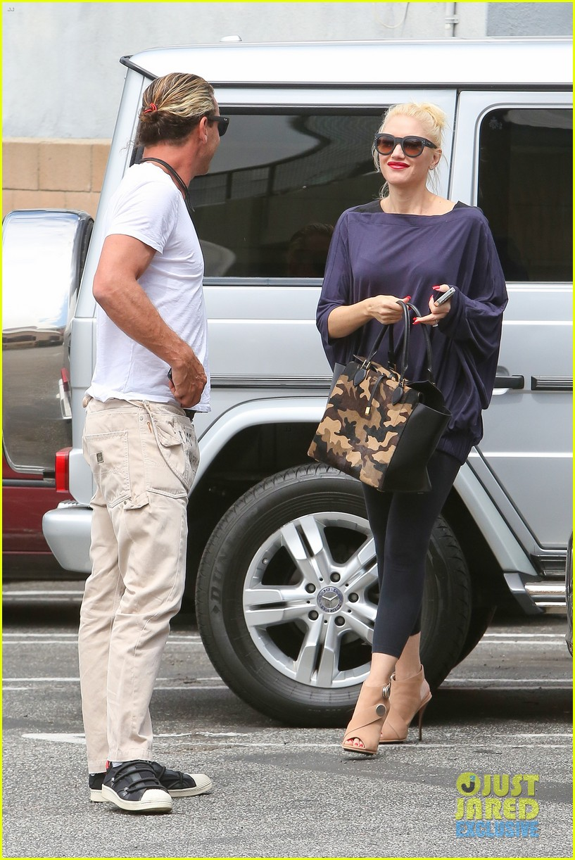 gwen stefani gavin rossdale hold hands for hugos lunch date 162940242