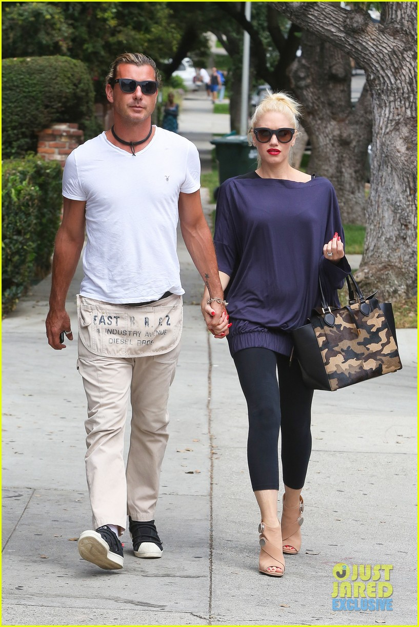 gwen stefani gavin rossdale hold hands for hugos lunch date 192940245