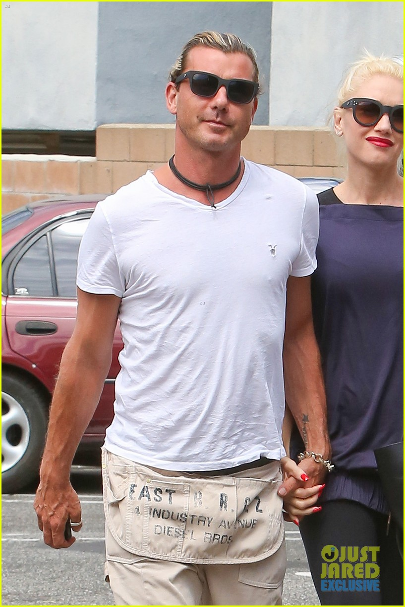 gwen stefani gavin rossdale hold hands for hugos lunch date 202940246