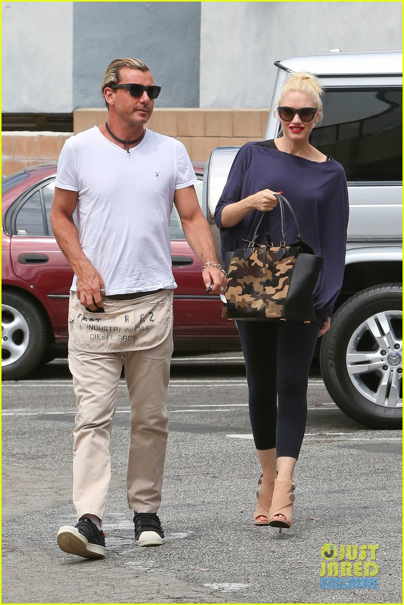gwen stefani gavin rossdale hold hands for hugos lunch date 212940247