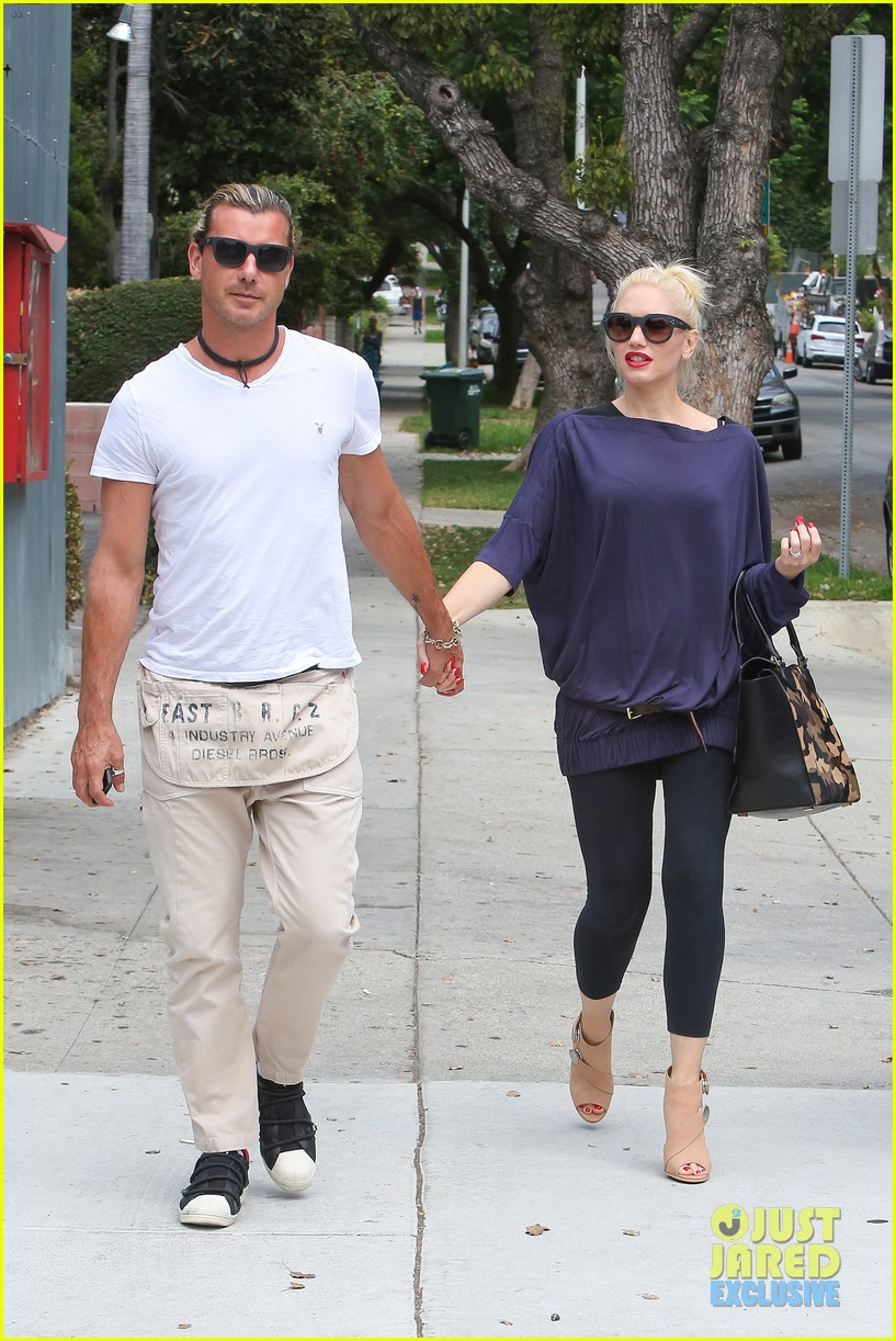 gwen stefani gavin rossdale hold hands for hugos lunch date 222940248