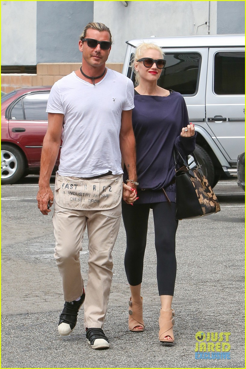 gwen stefani gavin rossdale hold hands for hugos lunch date 232940249