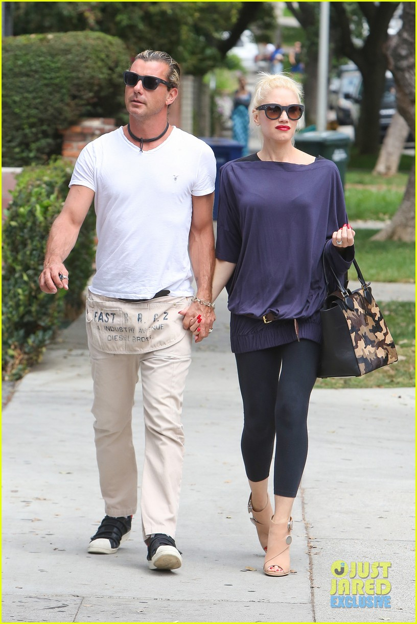 gwen stefani gavin rossdale hold hands for hugos lunch date 252940251