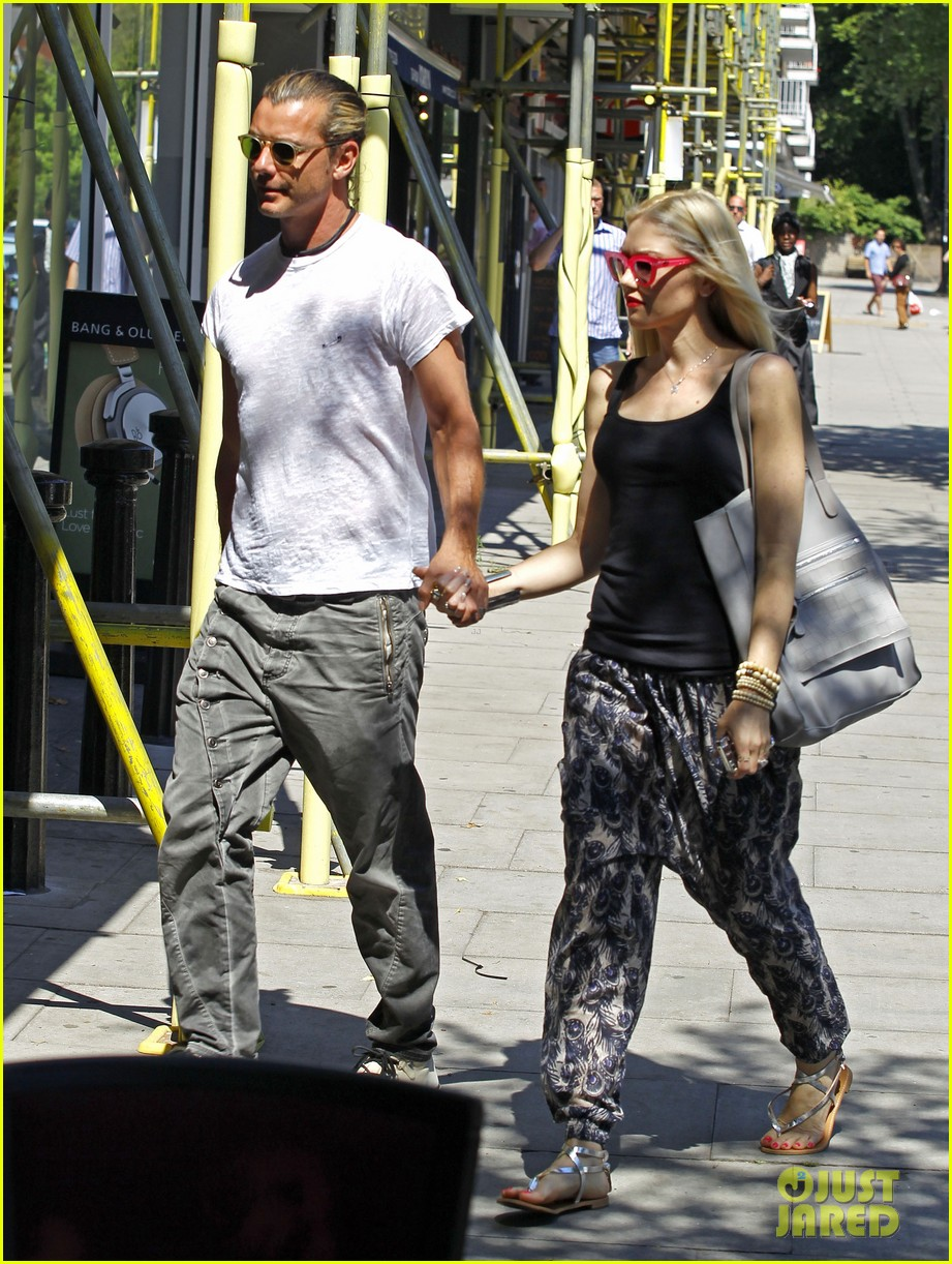gwen stefani gavin rossdale hold hands for lunch 03