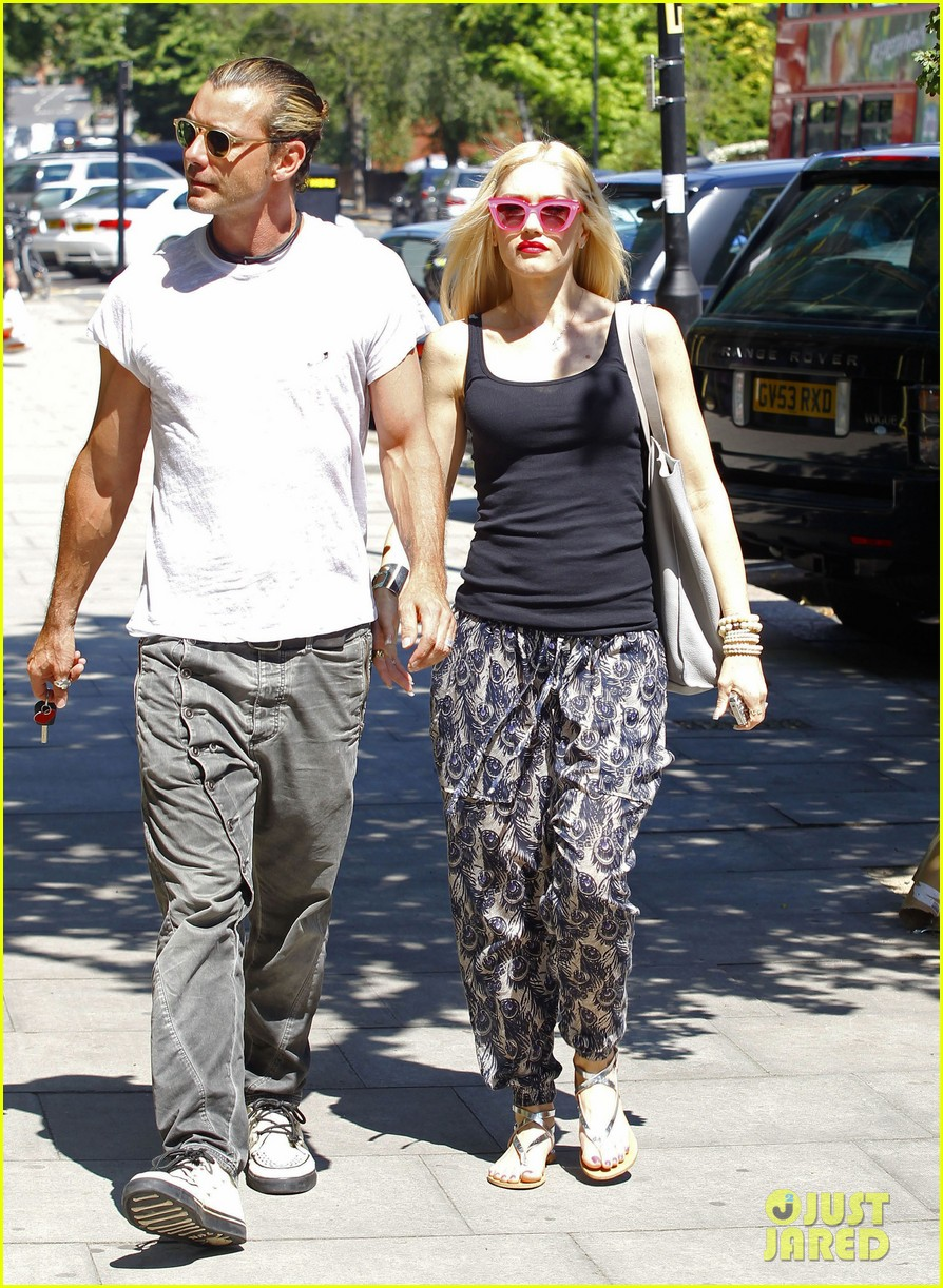 gwen stefani gavin rossdale hold hands for lunch 052922263
